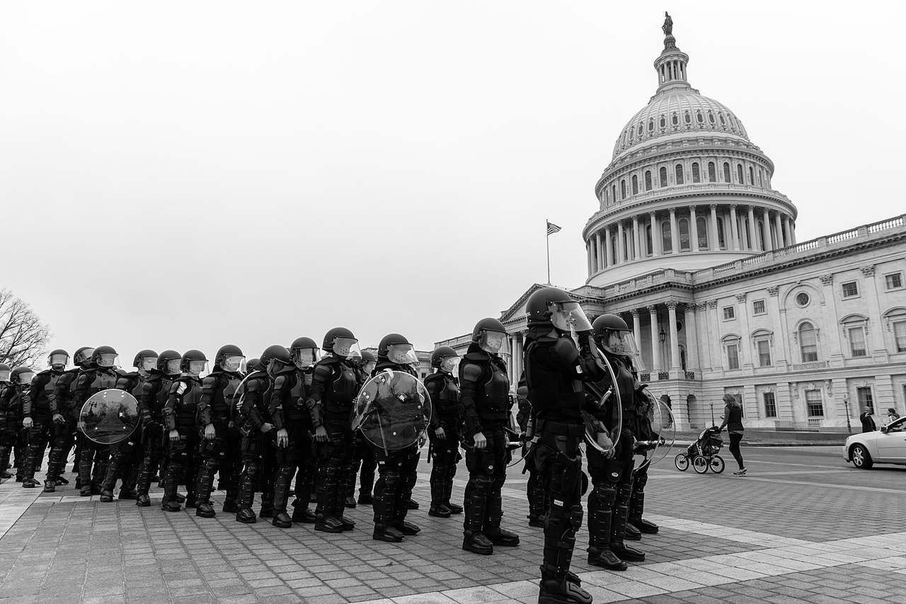 Riot police outside US Capitol, Lorie Shaull https://commons.wikimedia.org/wiki/File:Riot_Police_(32451197205).jpg
